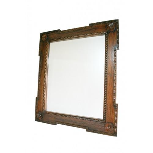 Espejo de madera maciza caoba tallada y cristal biselado. Medidas totales: 100x88x5 cm.