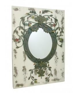 Espejo pared de madera y decoración metal vintage. Medidas totales: 100x73x7 cm.