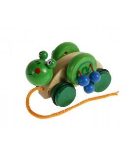 Arrastre de madera gusano verde. Medidas totales: 7x8x13 cm.