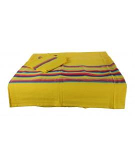Mantel amarillo con servilletas