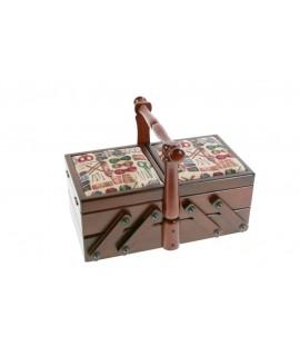Costurero pequeño de madera con asa tapas acolchadas con diseño costura y de color nogal. Medidas plegado: 18x26x15 cm.