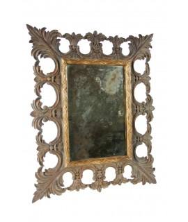 Espejo de pared madera maciza tallada i vidrio envejecido. Colección CHRISTOPHER GUY. Medidas: 50x40 cm.
