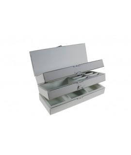 Caja de costura de madera color blanco de tres alturas con separadores. Medidas totales: 11x27x10 cm.