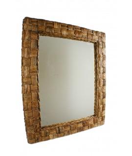 Espejo de pared grande con estructura de Rattan. Medidas totales: 102x83x6 cm.