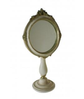 Espejo de sobremesa para tocador acabado en color blanco patinado. Medidas: 37x19 cm.