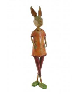 Figura conejo de metal pintado a mano. Medidas 47x10 cm.