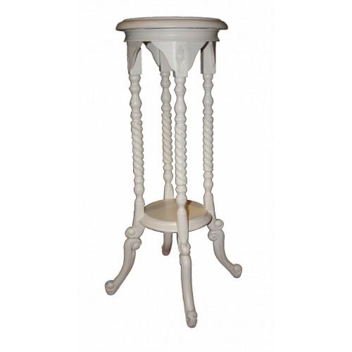 Pedestal de madera color blanco ligeramente envejecido con talla
