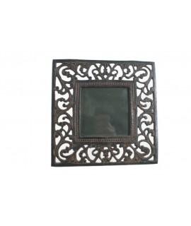 Marc portafotos de ferro colat acabat color òxid. Mesures: 15x15 cm.