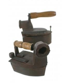 Juego de dos planchas de hierro fundido. Medidas plancha: 14x6 cm.
