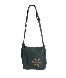 Bolso multiuso diseño étnico hippie con solapa y asa de tejido color gris oscuro. Medidas: 28x27x10 cm. aprox.