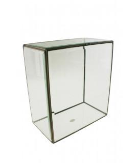 Urna rectangular de cristal  biselado con perfil metálico. Medidas: 30x27x15 cm.