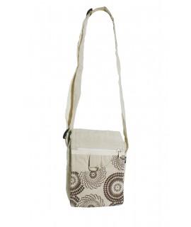 Bolso multiuso pequeño diseño étnico hippie con solapa y asas de tejido algodón color crudo. Medidas: 18x14x4 cm. Aprox.