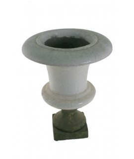 Test de ceràmica forma copa per jardí. Mesures: 45xØ32 cm.