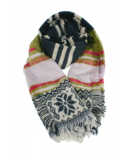 Bufanda estola multicolor disseny nòrdic per hivern complement per a la teva look regal molt original i funcional moda dona