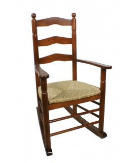 Chaise berçante en bois et quenouille