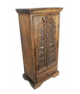 Armario pequeño de madera hecho en la India. Medidas: 125x62x38 cm.