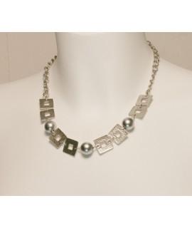 Collier de perles en métal gris