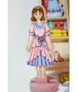 Muñeca tradicional de madera con vestidos en Imán juguete tradicional