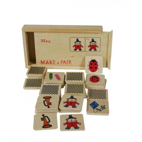Juego de memoria realizado en 32 piezas de madera.