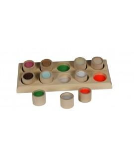 Memo para palpar texturas en botes de madera. Medidas: 5x10x26 cm.