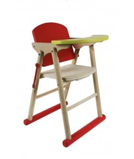 Cadira de nines de fusta envernissada. Mides totals: 50x25x30 cm.