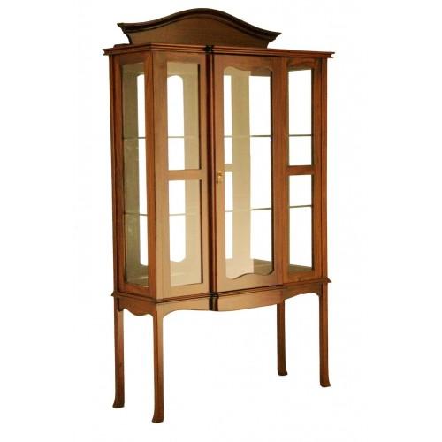 Vitrina de madera maciza de caoba con estantes de cristal y madera tallada