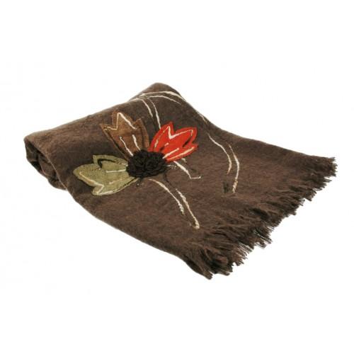 Manta decorativa para sofá y cama color marrón con bordado y fleco