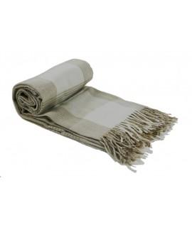 Canapé et couverture de lit écru avec franges et motif à carreaux