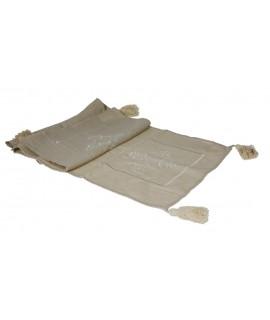 Camino de mesa con bordado. Medidas: 150x40 cm.