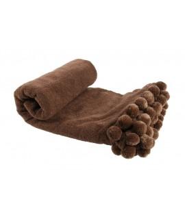 Manta color marrón con flecos y pompones. Medidas: 130x150 cm.