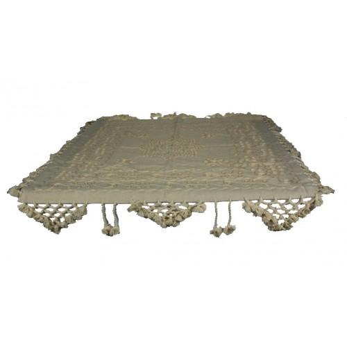 Mantel de color crudo estilo rustico con bordado para vestir tu mesa
