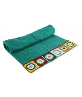 Tovallola de bany color blau verdós amb sanefa de ganxet estil hippie
