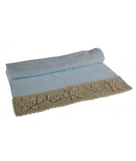 Tovallola bany color blau amb sanefa flors de punta estil vintage