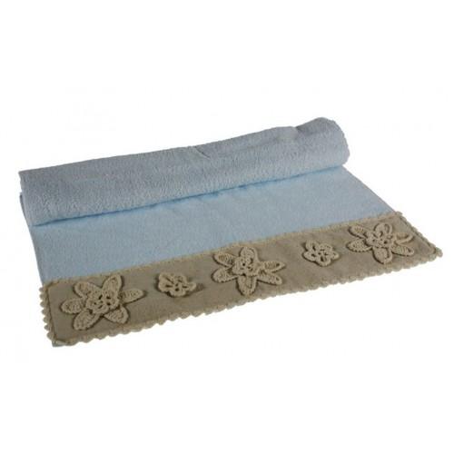 Toalla baño color azul con cenefa flores de puntilla estilo vintage