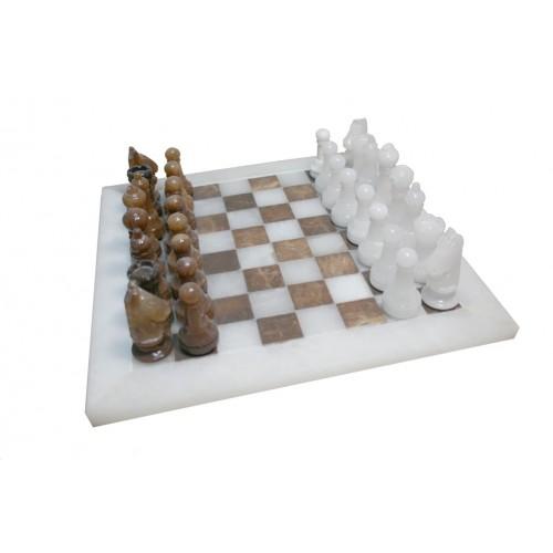 Juego de ajedrez en alabastro