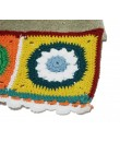 Toalla de baño color gris con cenefa de ganchillo estilo hippie