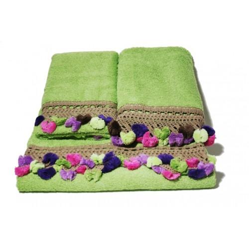 Juego de toallas de baño color verde con cenefa ambiente estilo rustico