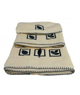 Juego toallas baño color crudo cenefa bordado ambiente estilo rustico