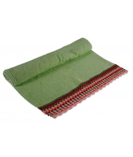 Tovallola de bany color verd amb sanefa de ganxet estil hippie