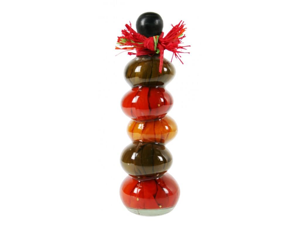 Botella decorada con pimientos naturales en interior estilo retro decoración hogar