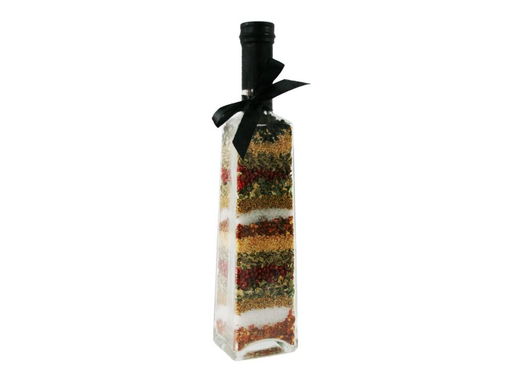 Botella decorada con especies naturales en interior estilo retro decoración hogar