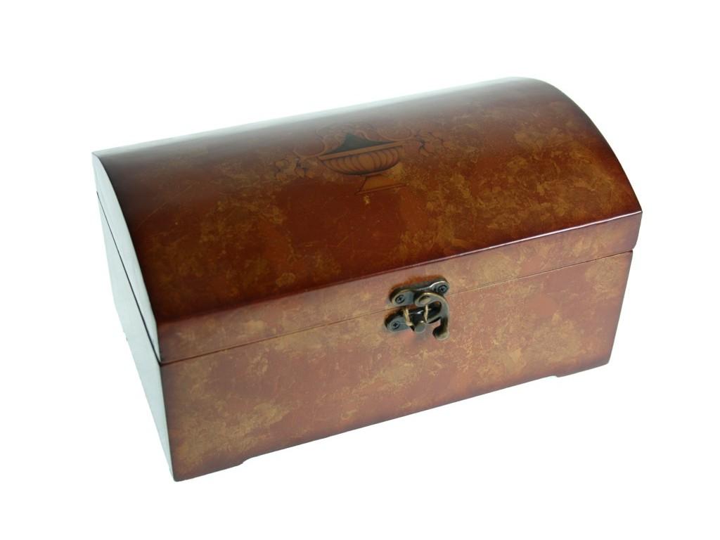 Boîte à bijoux en bois de cerisier à l'intérieur de la doublure