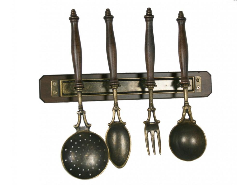 Les ustensiles de cuisine suspendus d coration cuisine rustique Ustensiles cuisine deco pratiques