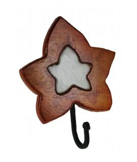 Colgador perchero de madera y cerámica de un gancho con forma de hoja. Medidas totales: 18x15x10 cm.