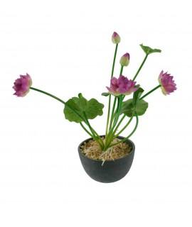 Maceta cerámica con flores lilas de tela. Medidas: 25x17 cm.