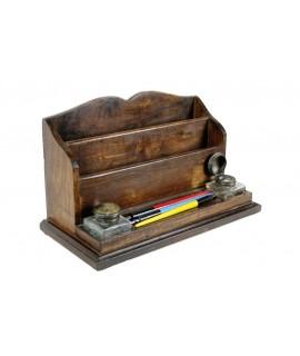 Facteur de facteur en bois avec stylos et encriers. Dimensions: 17x36 cm.