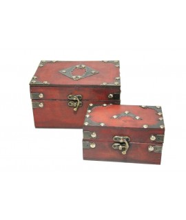 Caja joyero de madera color caoba con herrajes. Medidas: 11x13x18 cm.