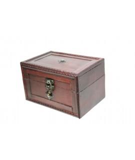 Caja joyero de madera laminada con botón central color caoba. Medidas: 11x12x18 cm.