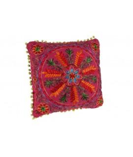 Coussin hippie brodé multicolore rose