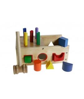 Boîte en bois pour frapper et insérer le jeu de moteur de blocs géométriques.